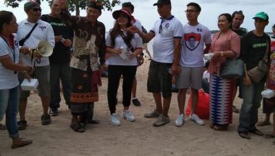 Caleg Perindo Adakan Gerakan Bersih-Bersih Pantai di Bali