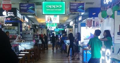 Toko Ponsel Sepi Pembeli, Karyawan: Sekarang Ramai Sama Pegawai-pegawainya Saja