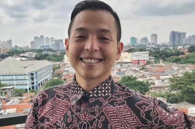 Ernest Prakasa Gandeng Arie Kriting dan Bene Dion Jadi Sutradara di CTS Series
