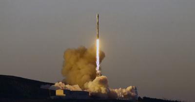 SpaceX Luncurkan 10 Satelit Komunikasi Iridium