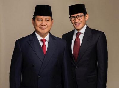 Debat Pilpres 2019, Peci Hitam Lengkapi Penampilan Prabowo-Sandi