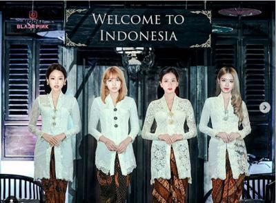 Indonesia Banget! Personel Blackpink Kenakan Kebaya Putih