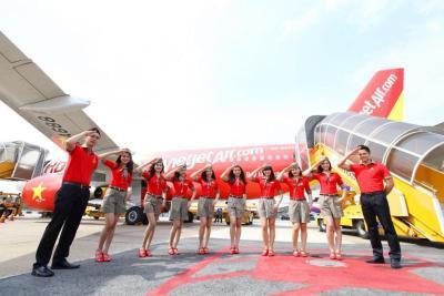 Kenapa Maskapai dengan Pramugari Berbikini Pilih Terbang Perdana ke Bali?