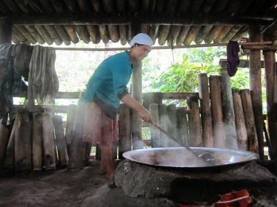 Melihat dari Dekat Proses Pembuatan Gula Aren di Bukit Hitam Bengkulu