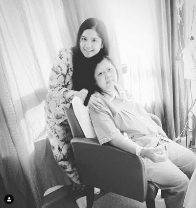 Wajah Pucat, Ani Yudhoyono Kompak Pakai Piyama dengan Mantu di RS Singapura