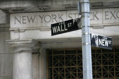Wall Street Loyo, Investor Cermati Data Ekonomi AS