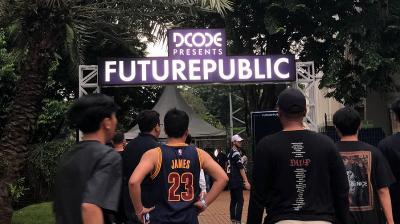 "Deretan Outfit Kece Pengunjung di Festival Musik ""FUTUREPUBLIC"""