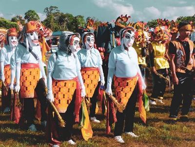 Mengintip Ritual Kematian Suku Dayak dalam Festival Babukung 2019