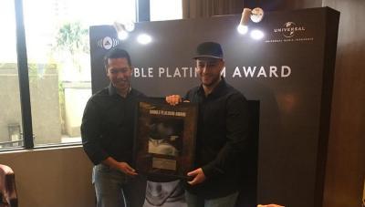 Maher Zain Raih Double Platinum di Indonesia