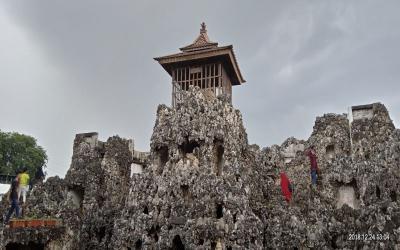 Menilik Filosofi Patung Gajah Duduk di Kompleks Gua Sunyaragi Cirebon