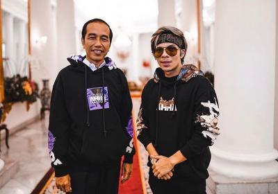 Presiden Jokowi Kenakan Hoodie dari Atta Halilintar, Netizen: Aaaashiiiyapp!