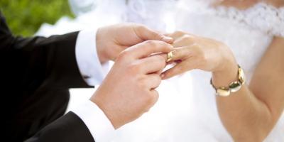 Viral Desain Undangan Pernikahan versi Media Sosial, Kamu Netizen Mana?