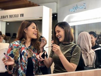 Kenapa Offline Store Masih Jadi Incaran Beauty Enthusiast?