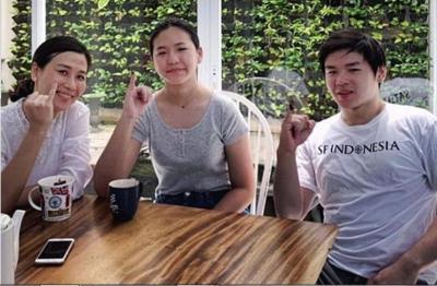 Kekompakan Veronica Tan dan Kedua Anaknya Usai Mencoblos