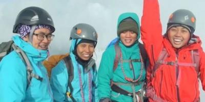 4 Perempuan Tangguh Indonesia sang Penakluk Puncak Dunia