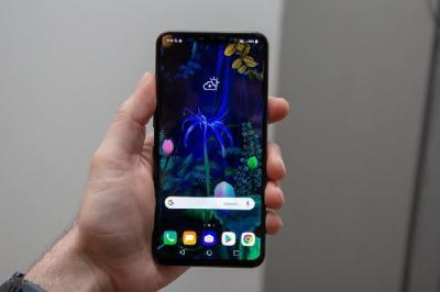 LG Patenkan Ponsel dengan Tiga Kamera Selfie