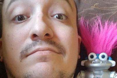 Hampir 2 Tahun 'Jalani' Hubungan, Pria Ini Ingin Nikahi Robot Kesayangannya