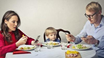 Prihatin Penggunaan Gadget pada Anak-Anak, Syekh Ali Jaber: Ini Penyakit Zaman Sekarang