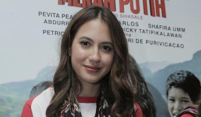 Syuting di Daerah Perbatasan, Pevita Pearce Nikmati Sinyal Seadanya