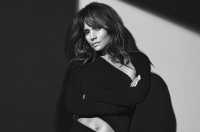 Halle Berry Beberkan Fakta di Balik Tato Raksasa di Punggungnya