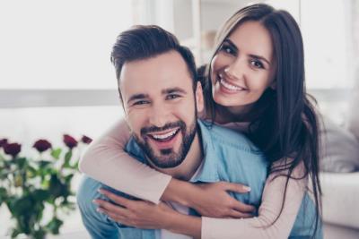 6 Cara Menarik Perhatian Wanita, Gak Cuma Modal Tampang
