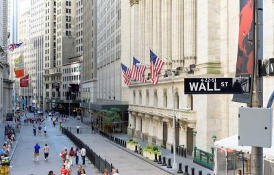 Wall Street Turun Tajam Dibayangi Perang Dagang AS-China