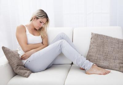 Ingin Hilangkan Nyeri, Wanita Ini Oleskan Darah Menstruasi ke Wajah