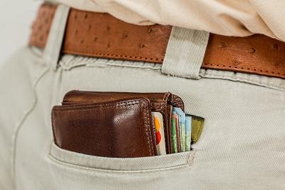 Uang THR Lebaran Sudah Cair, Netizen Pakai untuk Apa Sih?