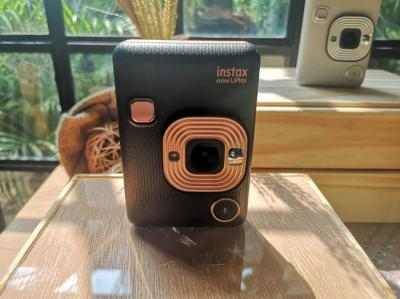 Intip 5 Fitur Baru Fujifilm Instax Mini LiPlay yang Wajib Dicoba