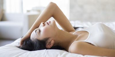 Berisik di Ranjang Mudahkan Wanita Orgasme saat Bersenggama