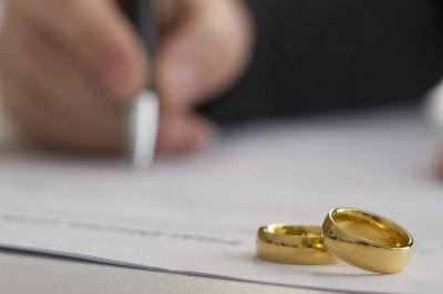 Teganya Suami Menggadaikan Istri di Lumajang, Apa Hukumnya dalam Islam?