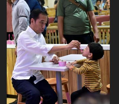Momen Kehangatan Jokowi dan Jan Ethes saat Makan Es Krim, Bikin Netizen Gagal Fokus!