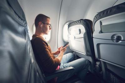 Ini Alasan Penumpang Tidak Boleh Mengaktifkan Ponsel Selama di Pesawat