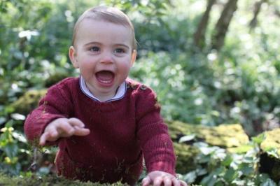 Lucunya Pangeran Louis Pakai Baju Bekas Sang Ayah