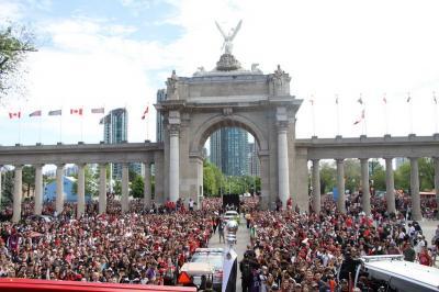 Pawai Juara Toronto Raptors Dinodai Aksi Penembakan