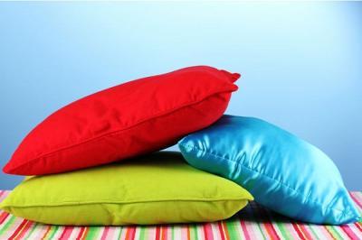 Anda Ingin Tidur Nyenyak? Jauhkan 5 Benda Ini dari Bantal!