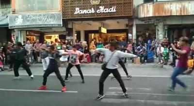 Viral, Flashmob Tarian Jawa di Kawasan Malioboro, Netizen: OMG Merinding!