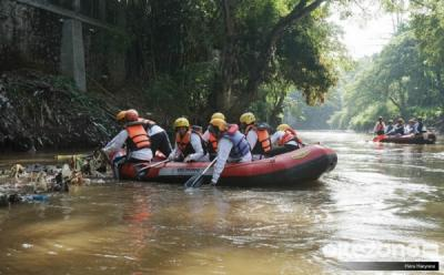 Hari Lingkungan Hidup, 8.000 Orang Bersihkan Sampah Plastik di Sungai Ciliwung