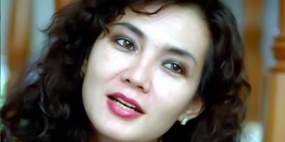 Transformasi Eva Arnaz hingga Hijrah, Bikin Pangling