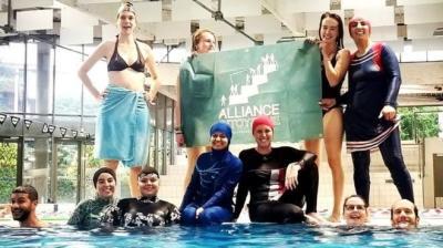2 Muslimah Langgar Larangan Berenang Mengenakan Burkini di Kolam Renang Prancis