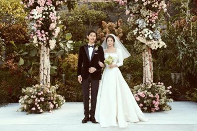 10 Potret Romantis Song Joong Ki dan Song Hye Kyo yang Bikin Baper