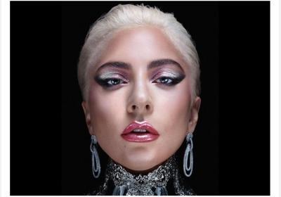 Tampil Cantik dan Edgy dengan Make-Up Dual Tone Metalik ala Lady Gaga, Begini Caranya