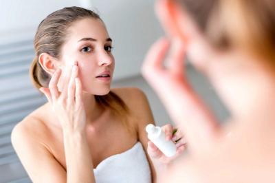 Bolehkah Pakai Skincare dengan Berbagai Merek Berbeda?