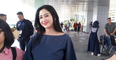 Sibuk Syuting Acara Malam, Dewi Perssik Tak Ikut Cabut Laporan