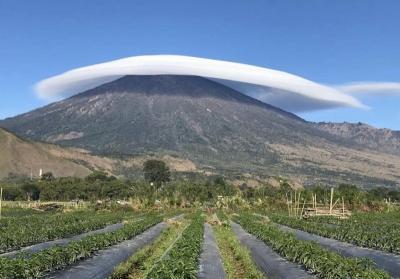 Viral Foto Gunung Rinjani Bersorban Putih, Indah Banget!