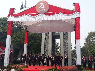 Pimpin Upacara 17 Agustus, Gubernur BI Singgung Pelemahan Ekonomi Global