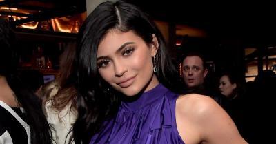 Tampil Seksi Berbikini, Kylie Jenner Dituding Lakukan Implan Bokong