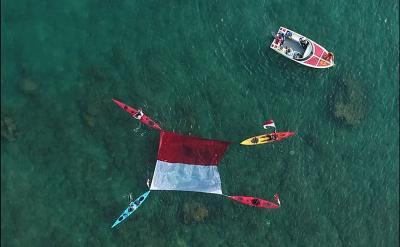 Uniknya Pengibaran Merah Putih di Darat, Laut, dan Udara di Tanjung Lesung