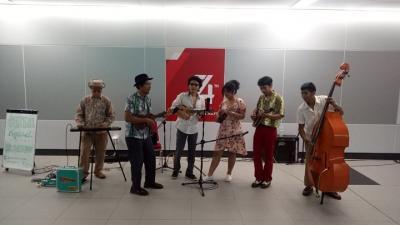 Rayakan Kemerdekaan, Cikini Tropical Sound Hibur Pengguna MRT