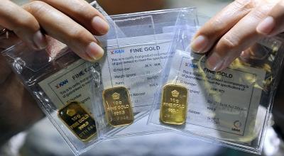 Harga Emas Antam Hari Ini Turun Rp2.000 per Gram
